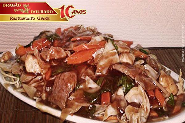 Delivery ou Consumo no local! Yakisoba de Carne e Frango no Dragão Dourado - Restaurante Chinês, por 26,90. Serve bem 2 pessoas!