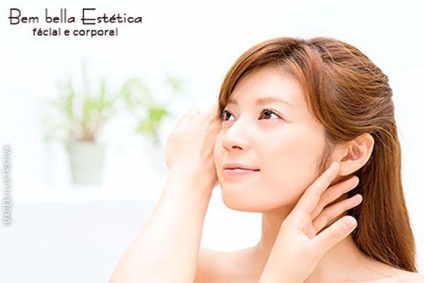 Limpeza de Pele Profunda com Extração de Cravos + Esfoliação + Máscara Revitalizante na Bembella Estética, por 49,00