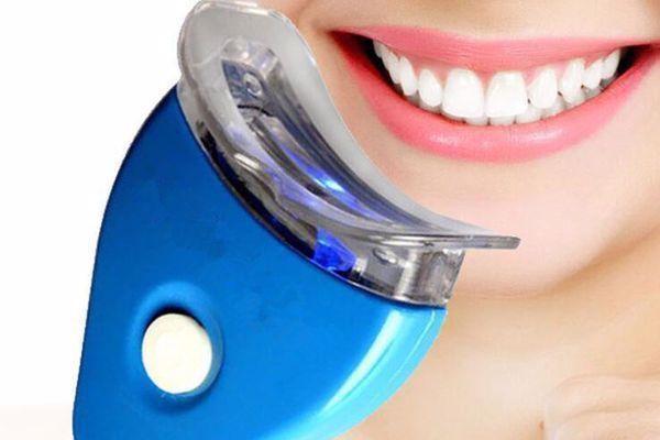 Deixe seus dentes mais brancos! Branqueador Dental, por apenas com Frete Grátis para todo o Brasil 26,90.