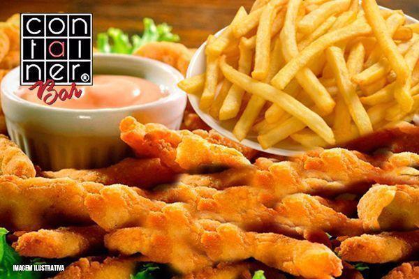 GRANDE PORÇÃO! Porção de Tilápia com Batata frita. Serve 2 à 3 pessoas no Container Bar. Por apenas R$ 31,90.