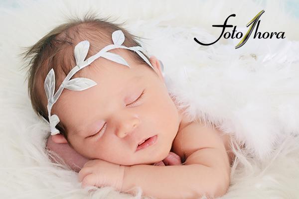 Sessão de Newborn (10 a 20 dias) 3 Fotos 10x15, no Foto 1 Hora de 150,00 por apenas 19,90.