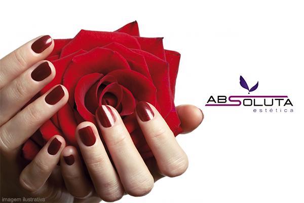 Manicure + Sobrancelha (Henna) na Absoluta Estética, de 39,90 por apenas 24,90.
