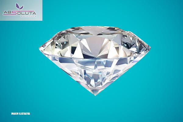 4 Peeling de Diamante + 1 Limpeza de Pele Profunda na Absoluta Estética, por apenas 79,90.